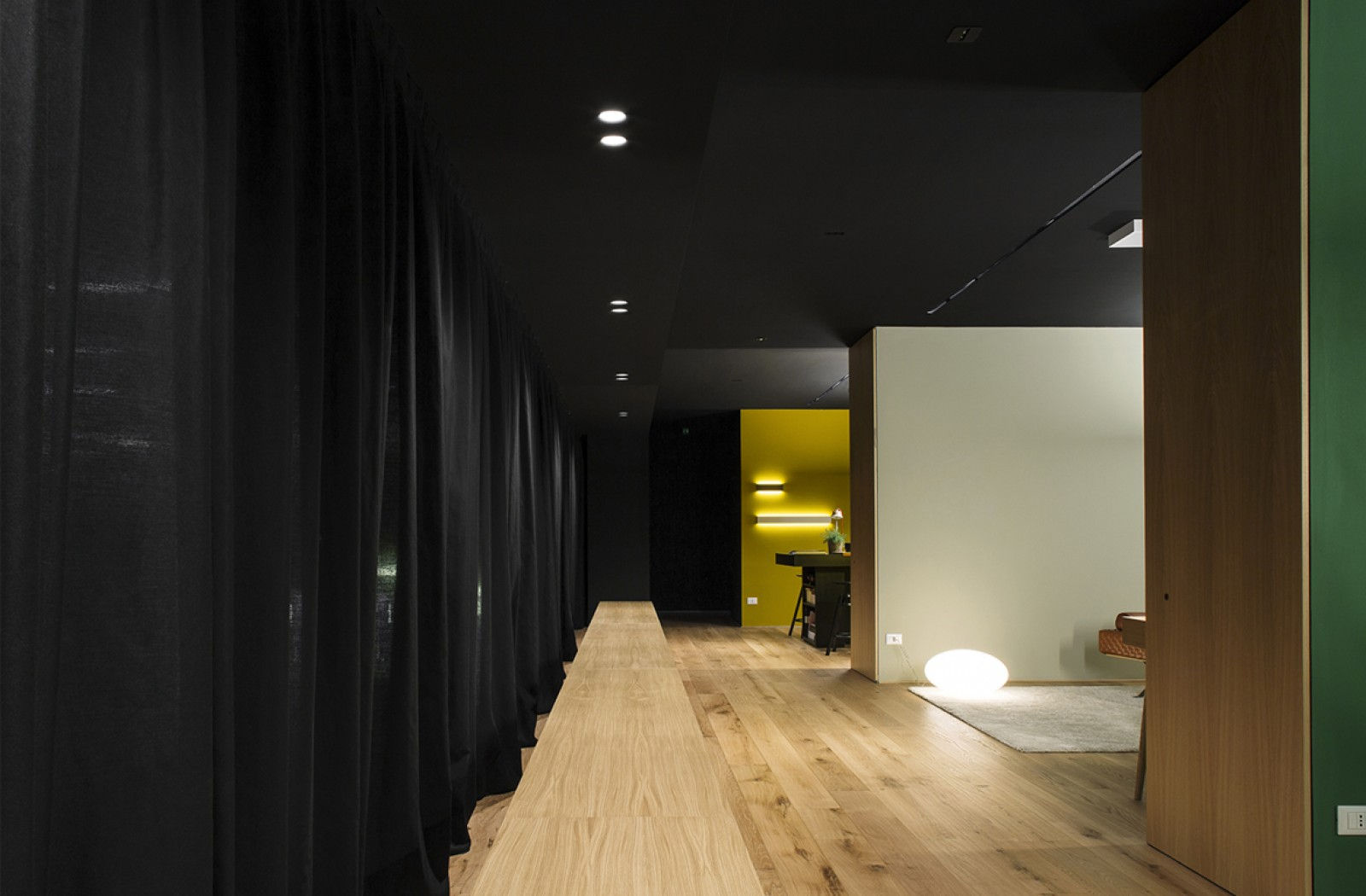 Showroom LL  / /  Light Village
